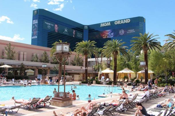 best las vegas pools on the strip