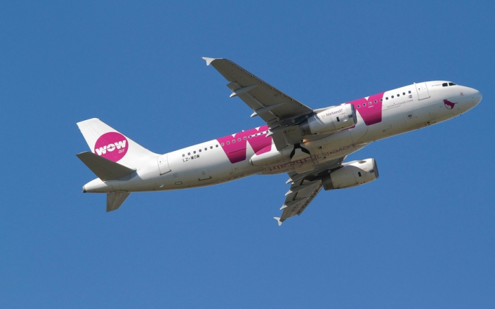 F34W8T WOW Air, Airbus A320-232, LZ-WOW, flight WW903, takes off from Kastrup Airport CPH for Reykjavik, Iceland